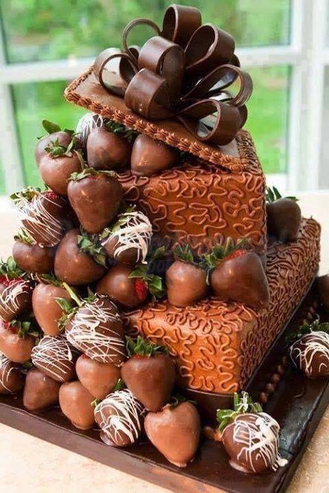 SMAKOWITY TORT CZEKOLADOWY Z TRUSKAWKAMI - CUDO! :)