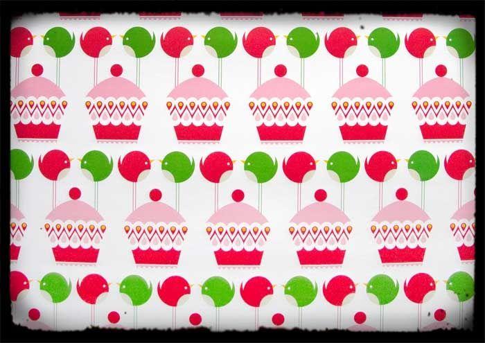 Zijn de cupcakes en vogeltjes niet om op te vreten? Om de allermooiste pakjes mee in te pakken. Maar je kunt er ook enveloppen mee maken, boeken mee kaften, strikjes van vouwen of inlijsten en aan de muur hangen zodat je er de hele dag naar kunt kijken :)