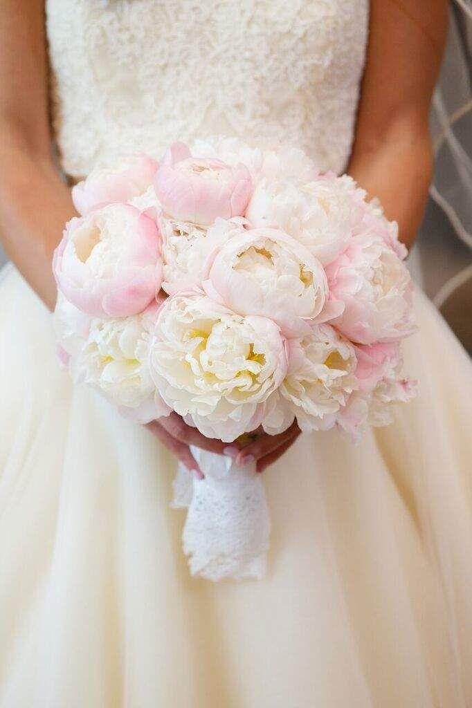 bridal bouquet; Bob & Dawn Davis Photography and Design