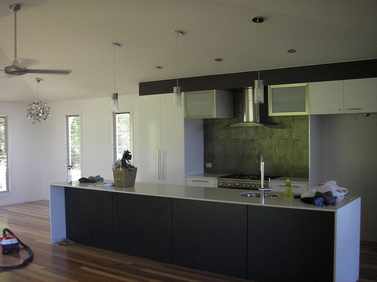Beautiful Dark Modern Kitchen | Tru Built Builders Queensland