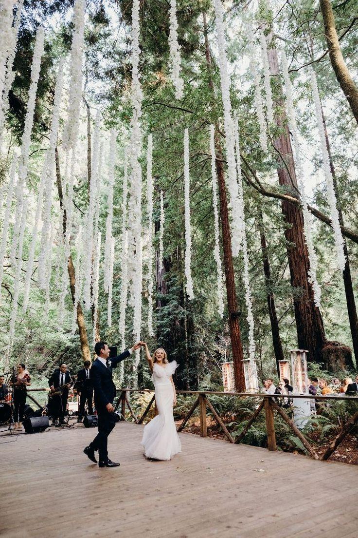 weiße und graue moderne Hochzeit bei einer der besten Redwood-Waldhochzeiten in Kalifornien …   – Wedding Ideas On A Budget