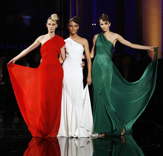 Maria Carla Boscoso di verde vestita bianco per Claudia Cedro rosso Eva…