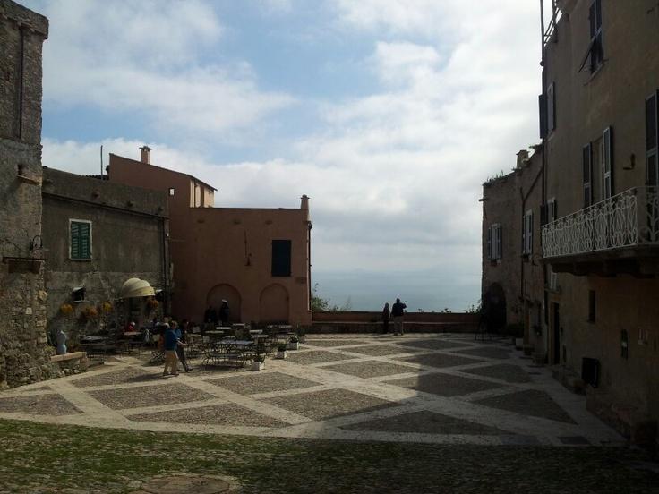 La piazza centrale di #Verezzi che si apre su un'incantevole tratto di costa. #Italian Riviera #Liguria