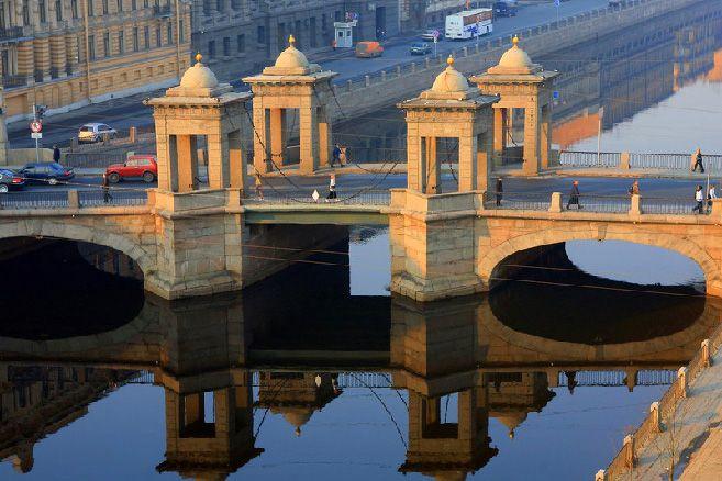Lomonosov Bridge over the Fontanka River in St Petersburg, Russia Welcom to Russia! #Add @anandco #alohagroups
