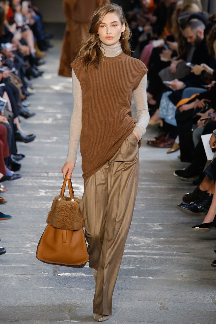 Max Mara Fall 2017 Ready-to-Wear Fashion Show - Grace Elizabeth