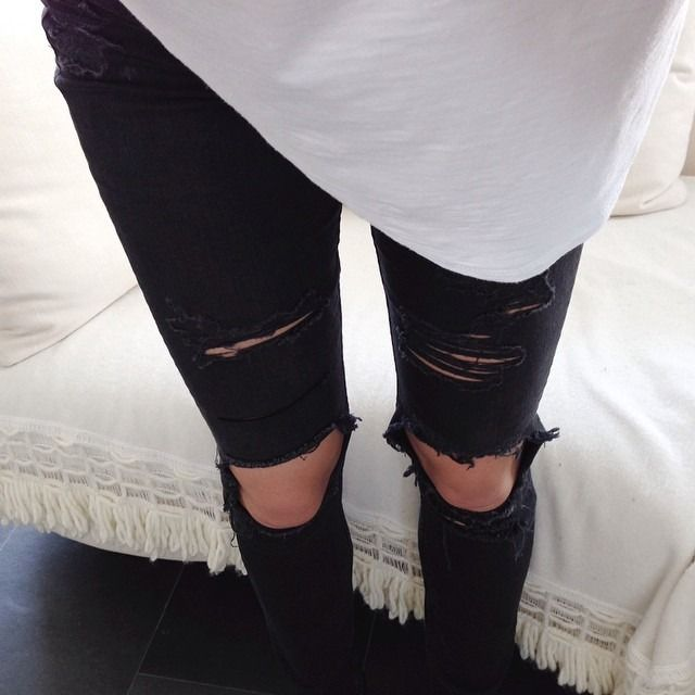 These jeans can make the stripy t-shirt look a little more cute and grunge!