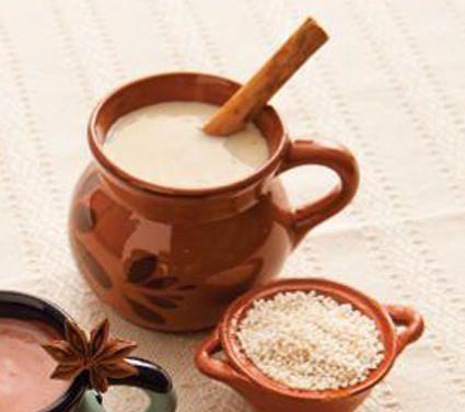 Bebida tradicional en México, perfecta para acompañar tamales y pan dulce.