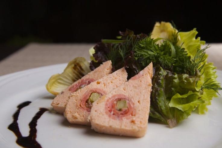 Terrine de salmão defumado com aspargos verdes