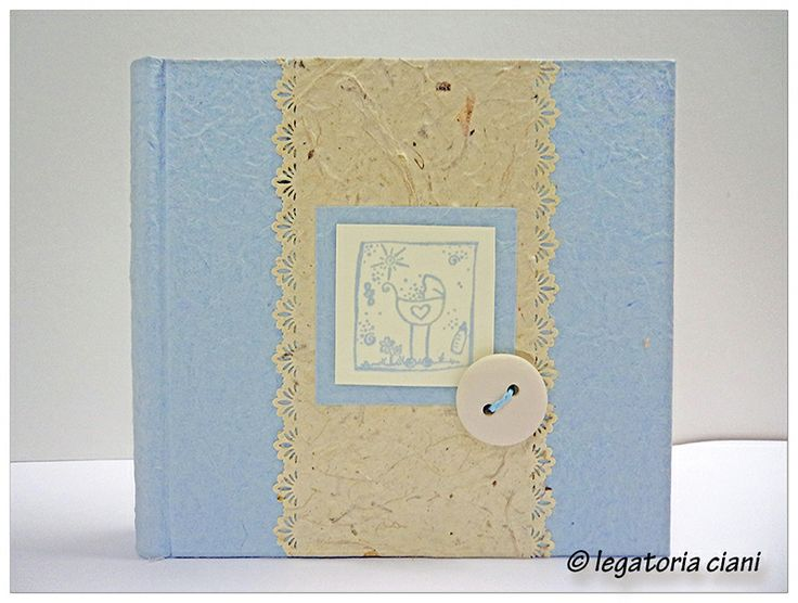 "album 20x20 in carta gelso, timbro ""carrozzina"" e bottone in ceramica"