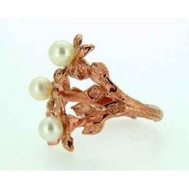 Anello floreale con perle in argento d'orato rosa.