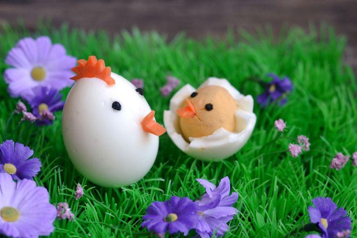 Húsvéti tyúk, és csibéje tojásból