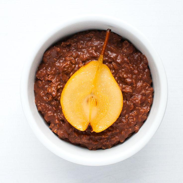 jveux être bonne: I ♥ Porridge - Topping Choco Poire: Ajouter quelques carrés de chocolat lors de la cuisson du porridge. Garnir d'une demi-poire pochée lors de la dégustation. (Ou pour aller plus vite, faire dorer quelques morceaux de poire avec un peu de beurre).