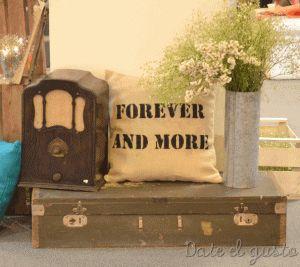 Jornadas Casamientos Online 2013 Rincon con objetos vintage y almohadón estampado a pedido. Para presupuestos consultar a dateelgustoeventos@gmail.com