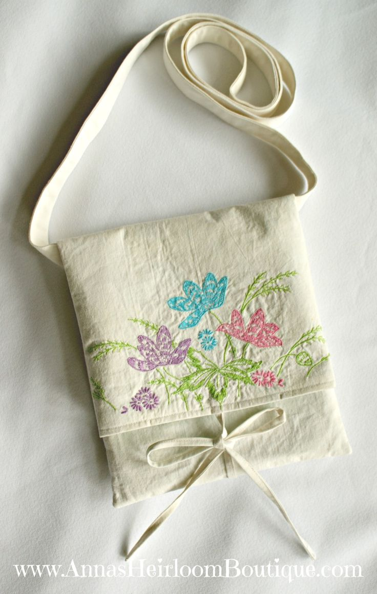 This DIY vintage hipster bag features a simple to sew fold-over design. Great project for beginners! Ready to make one? Let me show you how!