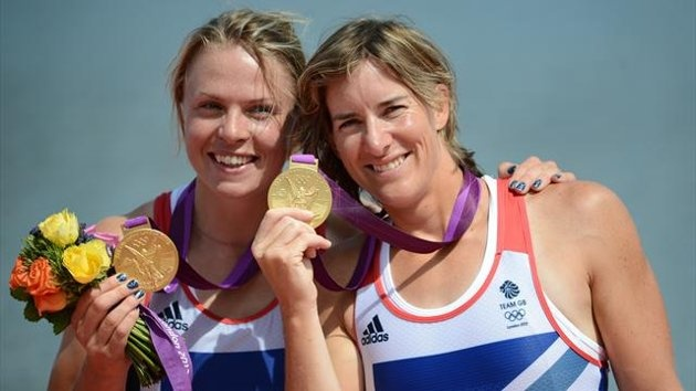 Great Britain's Anna Watkins (L) and Katherine Grainger pose on the podium after receiving their gold medals for the women's double sculls final