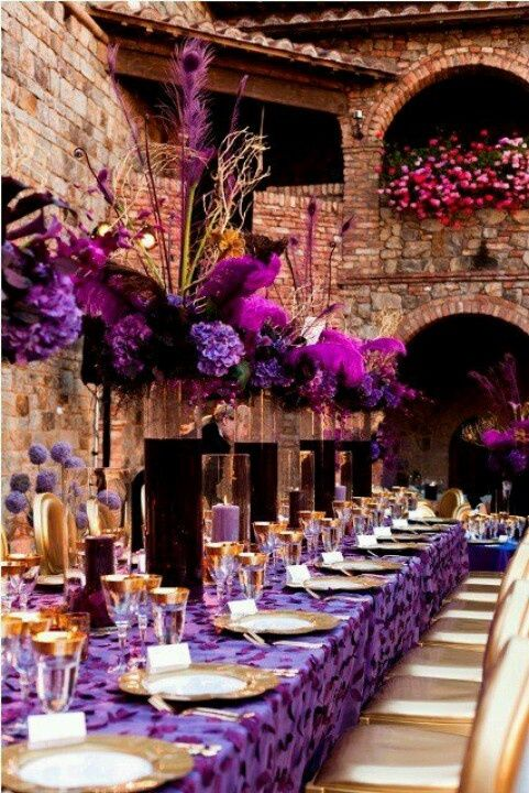 Dreamy Tablescapes in Purple @Jessica Caldwell...thought of you! Looks like Italy or something. Wanna change your venue? lol
