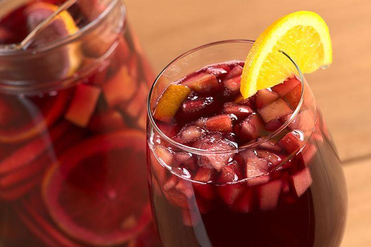 La sangria originale è una delle bevande più bevute e preparate al mondo. Vediamo come prepararla in casa