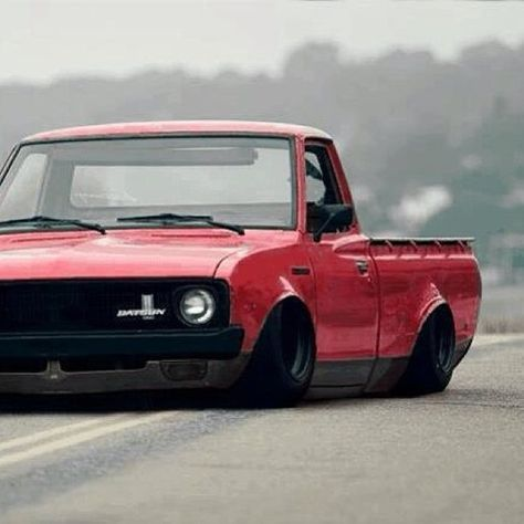 Datsun 620 Mini truck bagged and bodied