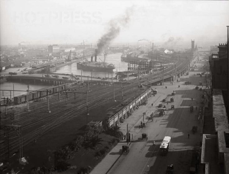 Melbourne in Victoria in 1921. Flinders St and the Yarra River.