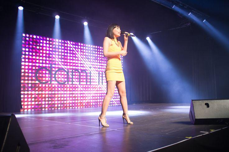 Dami singing at the Royal Melbourne Show.