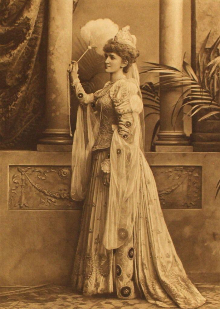 Lady St Oswald as Duchessa di Calaria a Venetian Lady of the XVI century p172 (3)