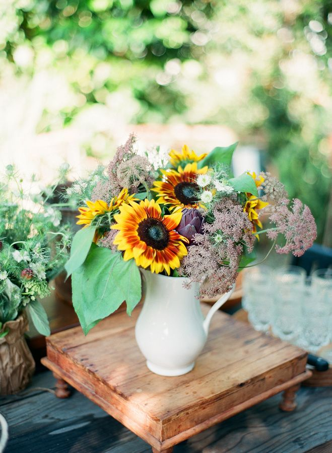 It turns out that whenClayton AustinandPanacea Event Floral Designteam up, magical things ensue. Things like this farm to table dinner party which is so immaculate. So incredibly beautiful. So beyond anything I could have ever envisioned I almost don't even