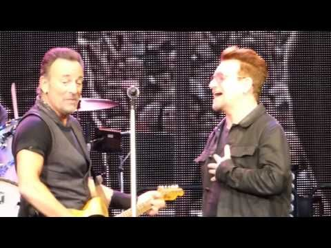 Bruce Springsteen w Bono, Because The Night, 29th May, Croke Park, Dublin, IRELAND - YouTube