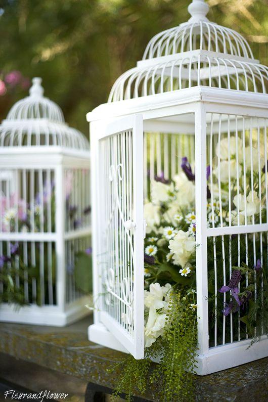 Composizioni floreali e gabbie decorative per matrimonio