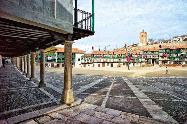 Despertar en Chinchón. Placeres del municipio. Estar sólo en el centro del pueblo, disfrutando del silencio. Cuéntanos tu historia o momento privado en él... http://bit.ly/1ancpHk