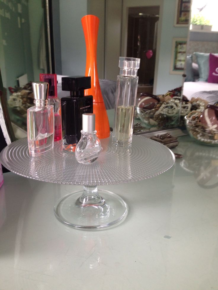 Cake stand for perfumes