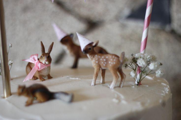 Pormenor da decoração do bolo de aniversário