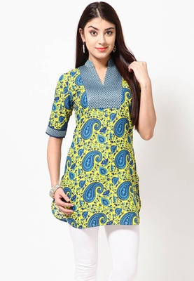 Blue coloured kurta for women from Folklore. Made of 100% cotton, this thigh-length kurta has elbow sleeves and a mandarin collar. It comes in regular fit.
