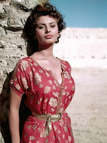 How to look sexy and summery like Sophia Loren. | allure.com