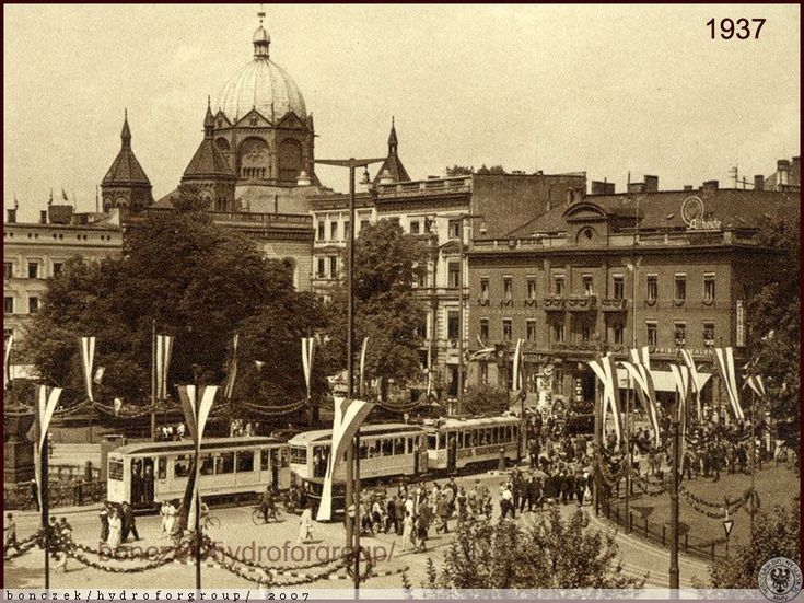 Plac Kościuszki uroczyście przystrojony