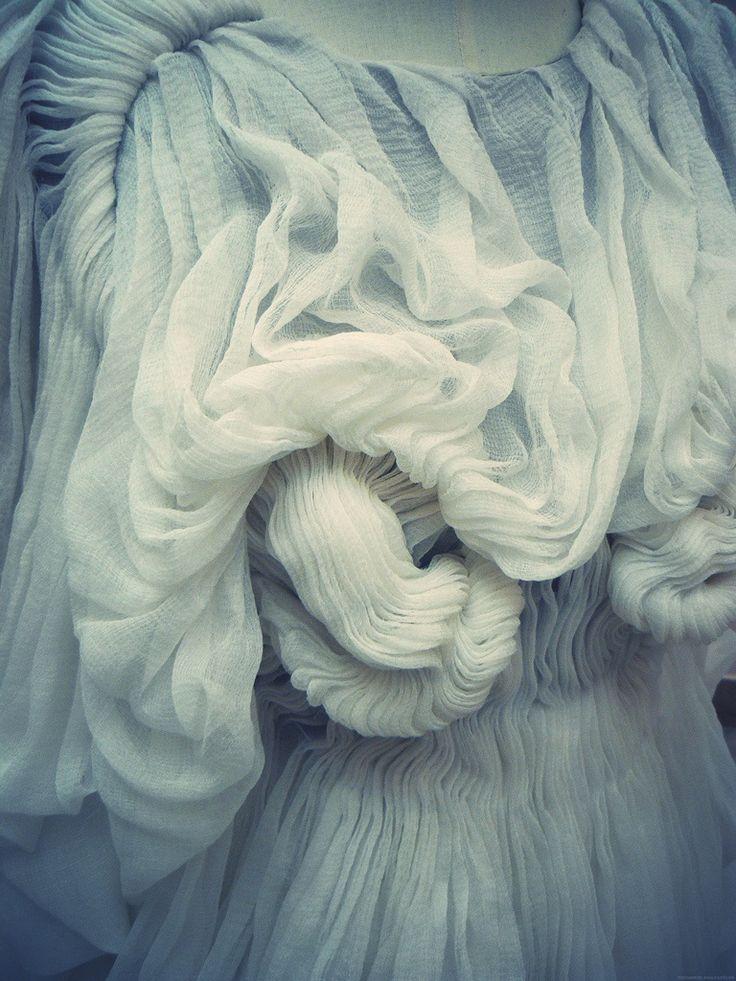 Details   Yiqing Yin Haute Couture Fall 2011