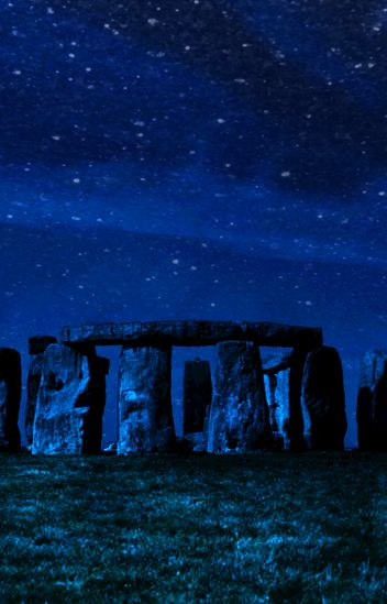 Stonehenge ~ I would love to catch the moon & stars here!!!