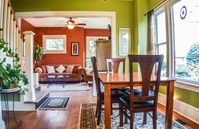 This @airbnb listing includes:   - One King Bed  - One Queen Bed - Two Full futon beds - Two Queen futon beds - One bathroom on main floor (please note this has a bath tub only!) - One full bathroom on the upper floor  #airbnb #travel #vacation #portland #pdx #craftsman