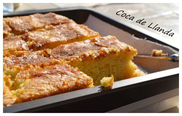 La coca de llanda es un bizcocho típico de la Comunidad Valenciana, , este bizcocho está hecho en una placa de horno, que en valenciano se llama llanda o de lata. Su forma es rectangular, de unos 2…