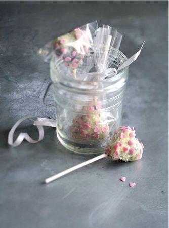 Heart cake-pop