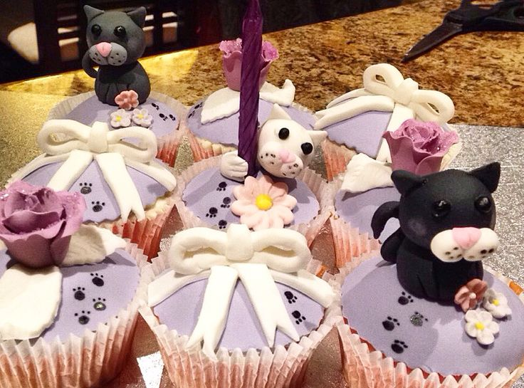 Cat cupcakes follow me on Instagram for more @thecakekeeper