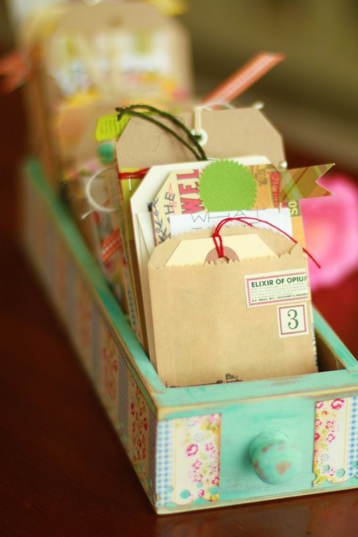 yummy colors...: Crafty, Gift Ideas, Gift Tags, Drawers, Sewing Machine, Paper Crafts, Craft Ideas, Cards