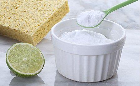 Natron kennt jeder. Nämlich als Backtriebmittel für Kuchen, Gebäck und manchmal auch für Brot. Dass Natron auch ein wertvolles Hilfsmittel im Haushalt oder sogar ein wirksames Heilmittel sein kann, ist den wenigsten bekannt.