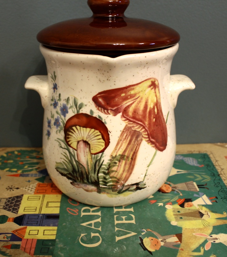 It Features Hand Painted Mushrooms On The Front, And Is Quite Large In  Size. This Would Be A Great Jar For Dry Kitchen Storage Or Just Home Decor!