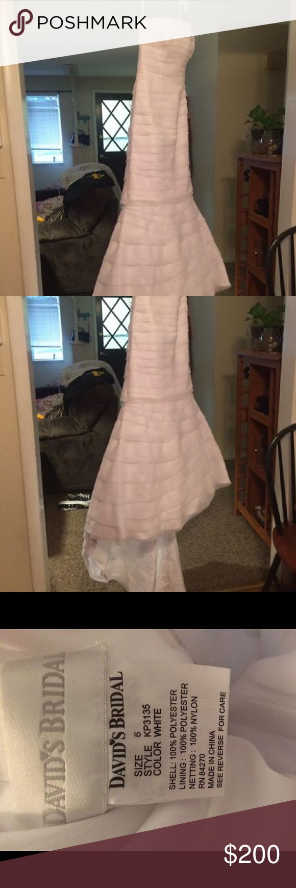 USED Sz 6 David's Bridal convertible wedding gown USED size 6 David's Bridal convertible wedding gown. Worn for 8 hours. Unzips to become a reception dress. Sash included. Needs to be cleaned. David's Bridal Dresses Wedding
