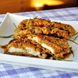 Double Crunch Honey Garlic Chicken - super crunchy #chicken #breasts get dipped in honey #garlic sauce. One of the most popular #recipes
