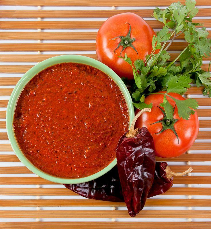 Jitomate, perejil y chile guajillo, la salsa perfecta / Tomato, parsley and guajillo chili, the perfect sauce #tajinesmexico #mexico #driedchilies #chilessecos