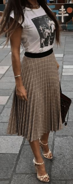 25 Modest Women Casual Skirt You Can Try Now