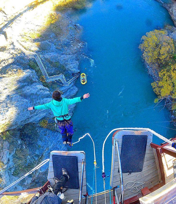 . Finally I did bungy jump at Kawarau Bridge!!! Here is the world's first bungy jump. I NEVER do it(New Zealand) . ついにバンジージャンプ発祥の地カワラウ橋でレッツバンジー!!!2度としません(ニュージーランド) . Shiho 6 May 2016 by shih0107