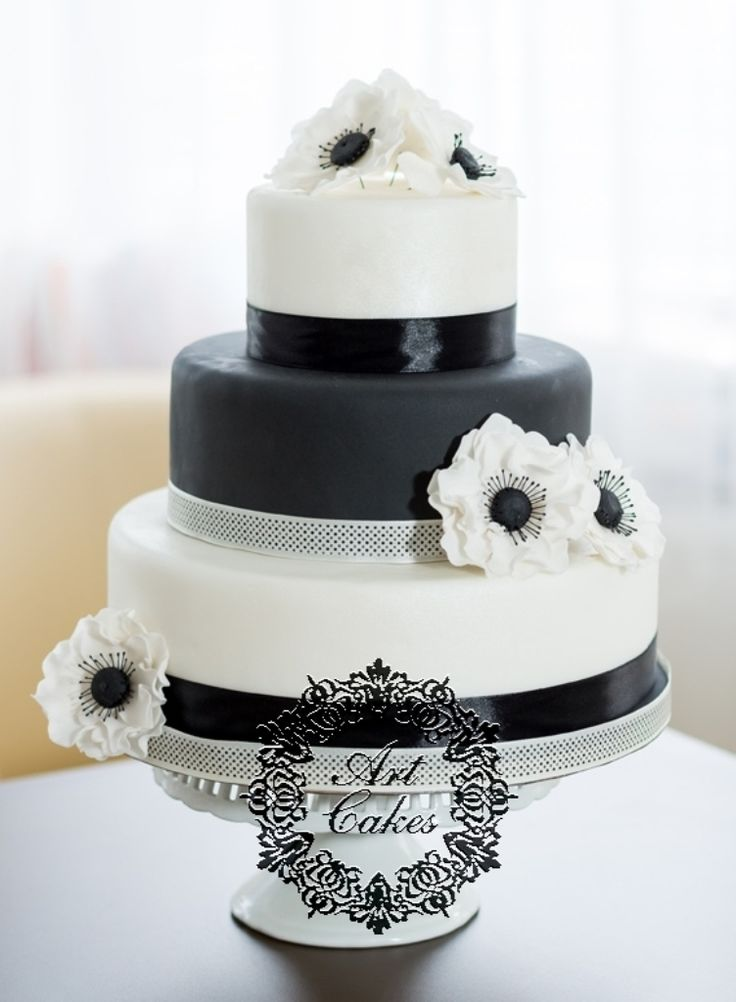 Black and white anemone wedding cake/ Cierno biela svadobna torta s anemonkami