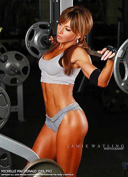 hot babes lifting weights